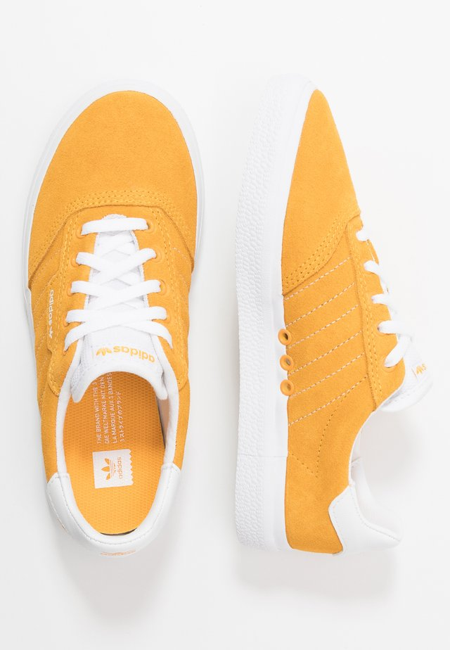 3MC - Sneakers laag - active gold/footwear white