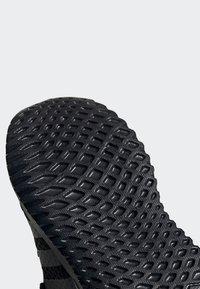 adidas Originals - U_PATH RUN SHOES - Baskets basses - black - 7
