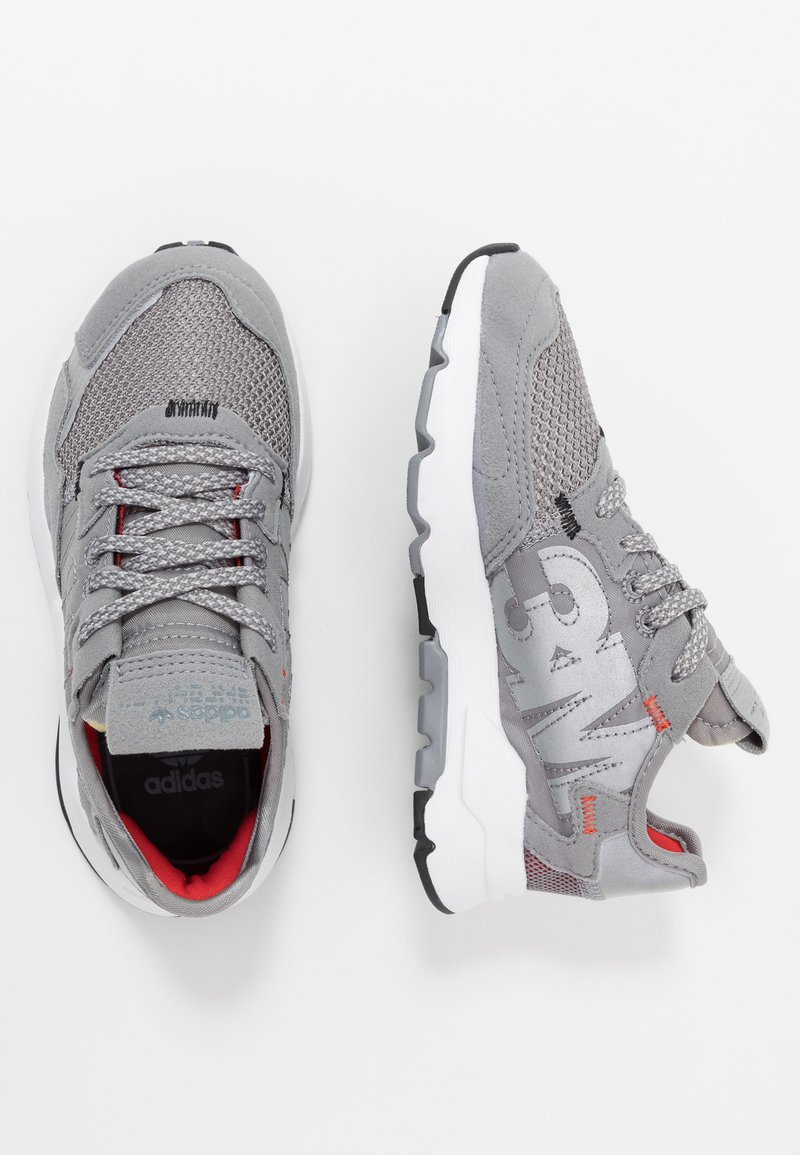 adidas Originals - NITE JOGGER  - Sneakersy niskie - grey three/footwear white