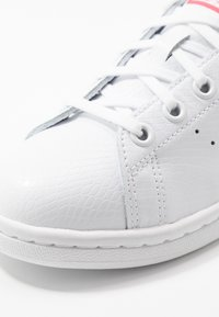 adidas Originals - STAN SMITH - Sneakers basse - footwear white/real pink - 2