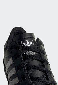 adidas Originals - COAST STAR SHOES - Trainers - black - 6