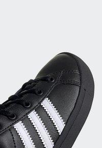 adidas Originals - COAST STAR SHOES - Trainers - black - 7