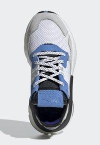 adidas Originals - NITE JOGGER SHOES - Sneakers - white - 1
