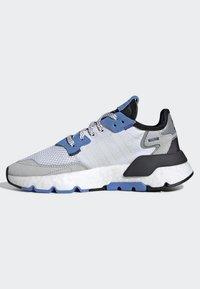 adidas Originals - NITE JOGGER SHOES - Sneakers - white - 2