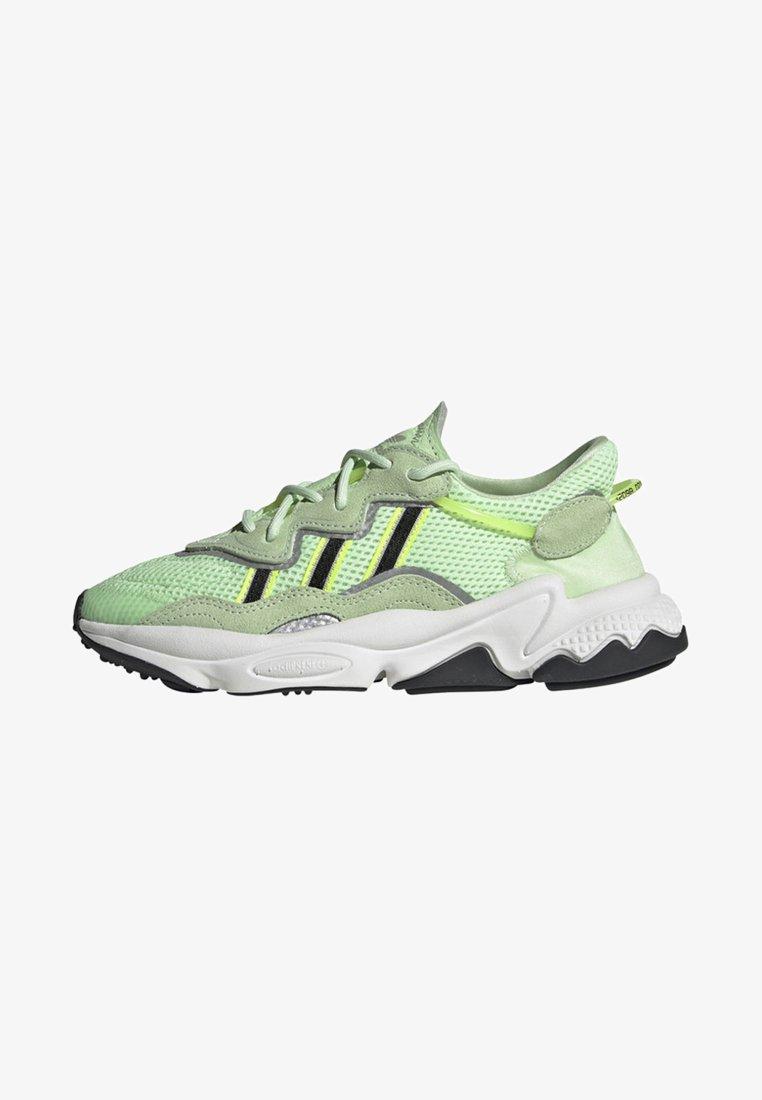 adidas Originals - OZWEEGO SHOES - Baskets basses - green