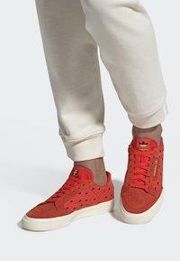 adidas Originals - CONTINENTAL VULC SHOES - Sneakers basse - orange - 0