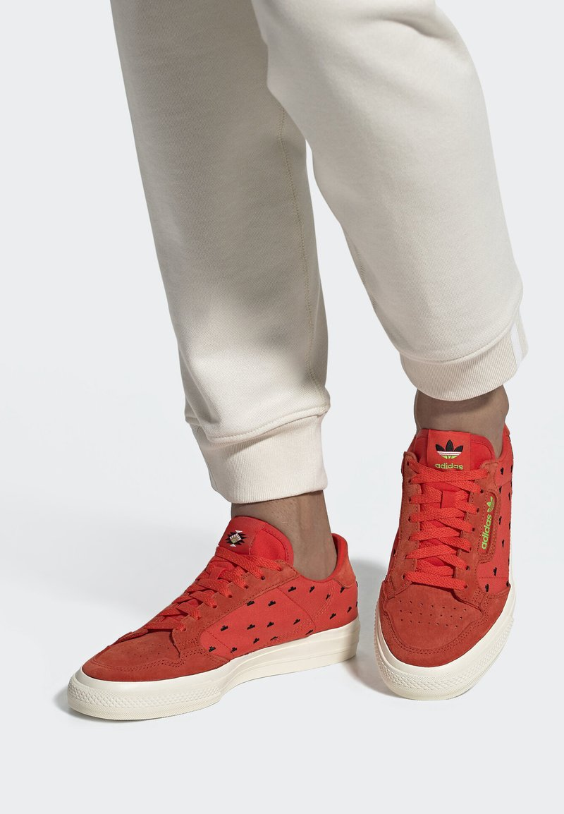 adidas Originals - CONTINENTAL VULC SHOES - Trainers - orange