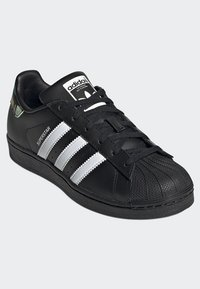 adidas Originals - SUPERSTAR SHOES - Sneaker low - black - 2