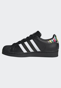 adidas Originals - SUPERSTAR SHOES - Sneaker low - black - 6