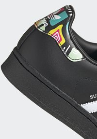 adidas Originals - SUPERSTAR SHOES - Sneaker low - black - 9