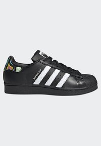 adidas Originals - SUPERSTAR SHOES - Sneaker low - black - 5