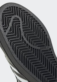 adidas Originals - SUPERSTAR SHOES - Sneaker low - black - 7