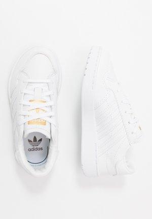 TEAM COURT - Sneakers - footwear white/core black