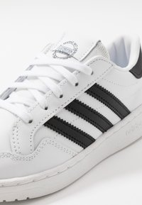 adidas Originals - TEAM COURT - Zapatillas - footwear white/core black - 2