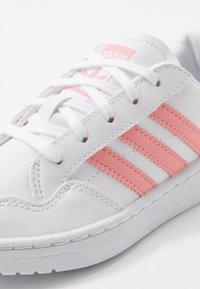 adidas Originals - TEAM COURT - Tenisky - footwear white/glow pink/core black - 2