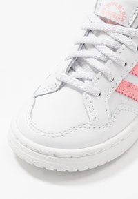 adidas Originals - TEAM COURT - Instappers - footwear white/glow pink/core black - 2