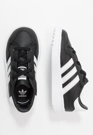 TEAM COURT - Mocasines - core black/footwear white