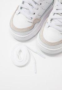 adidas Originals - SUPERCOURT - Sneakersy niskie - footwear white/core black - 6