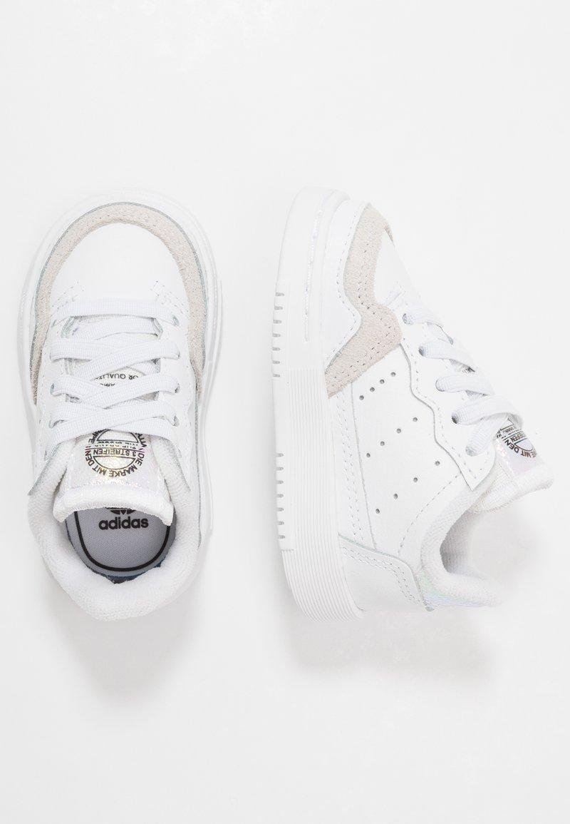adidas Originals - SUPERCOURT - Sneakersy niskie - footwear white/core black