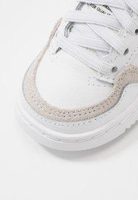 adidas Originals - SUPERCOURT - Sneakersy niskie - footwear white/core black - 2
