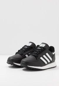 adidas Originals - FOREST GROVE - Sneakers basse - core black - 3