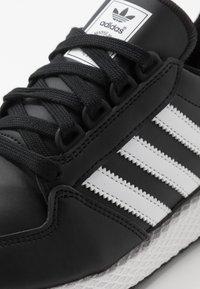 adidas Originals - FOREST GROVE - Sneakers basse - core black - 2
