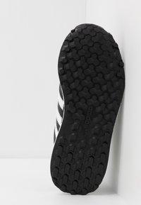 adidas Originals - FOREST GROVE - Sneakers basse - core black - 5