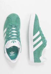 adidas Originals - GAZELLE - Baskets basses - future hydro/footwear white/gold metallic - 0