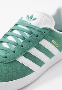 adidas Originals - GAZELLE - Baskets basses - future hydro/footwear white/gold metallic - 2