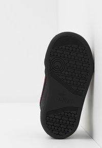adidas Originals - CONTINENTAL 80  - Zapatillas - core black/scarlet - 5