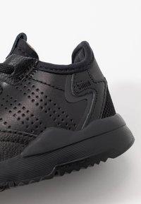 adidas Originals - NITE JOGGER - Instappers - core black - 2