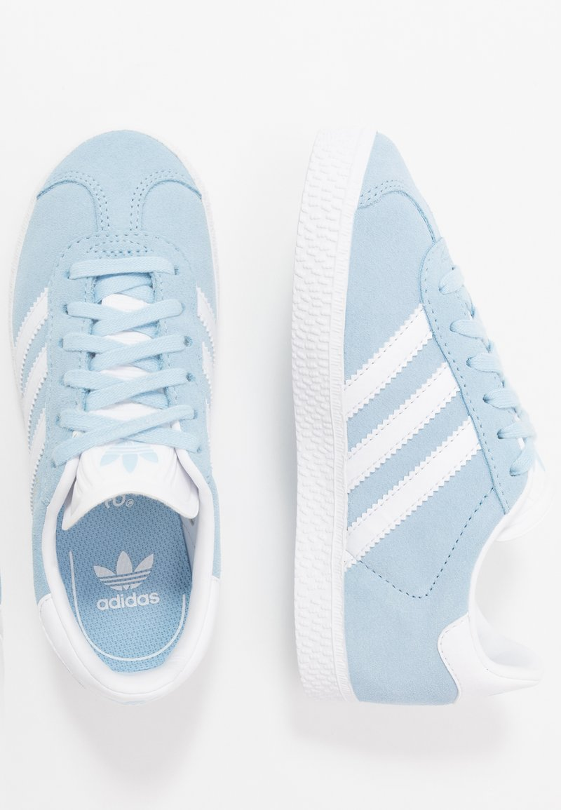 adidas Originals - GAZELLE - Trainers - clear sky/footwear white/gold metallic