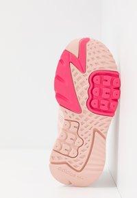 adidas Originals - NITE JOGGER  - Sneakers laag - vapour pink/silver metallic/real pink - 4