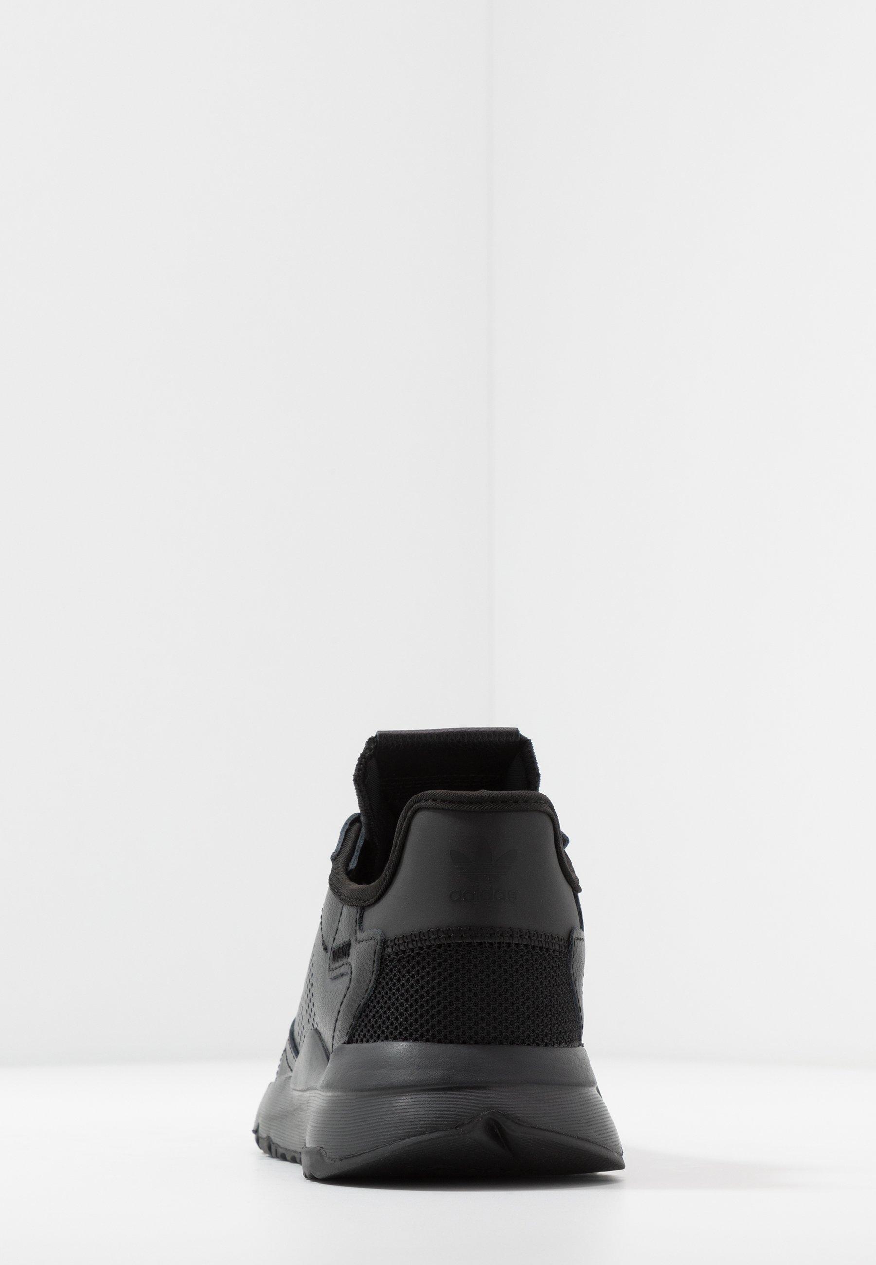 adidas Originals NITE JOGGER - Sneakersy niskie - core black