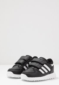 adidas Originals - FOREST GROVE - Sneakers laag - core black - 3