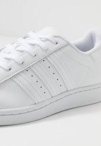 adidas Originals - SUPERSTAR - Sneakers - footwear white - 2