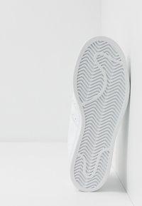adidas Originals - SUPERSTAR - Sneakers - footwear white - 5