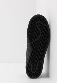 adidas Originals - SUPERSTAR - Sneaker low - core black - 5