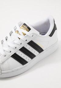 adidas Originals - SUPERSTAR - Sneakers basse - footwear white/core black - 2
