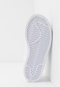 adidas Originals - SUPERSTAR - Sneakers basse - footwear white - 5