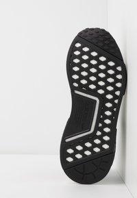 adidas Originals - NMD_R1 - Joggesko - core black/royal blue - 5