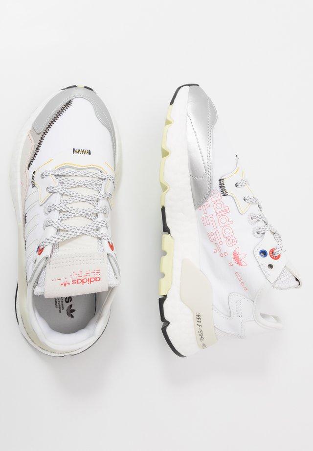 NITE JOGGER - Sneakers basse - orbit grey/footwear white/hi-res red