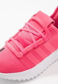 adidas Originals - U_PATH RUN - Sneakers laag - real pink/footwear white - 2