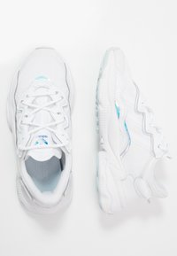 adidas Originals - OZWEEGO - Trainers - footwear white/skytin - 0
