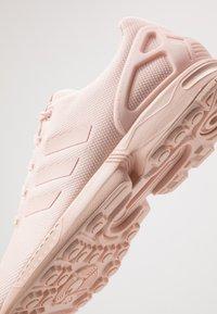 adidas Originals - ZX FLUX - Sneakers - icey  pink/footwear white - 5