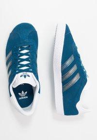 adidas Originals - GAZELLE - Joggesko - legend marine/footwear white - 0