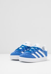 adidas Originals - GAZELLE - Trainers - blue/footwear white/gold metallic - 3