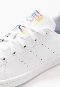 adidas Originals - STAN SMITH - Matalavartiset tennarit - footwear white/core black - 2