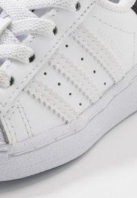 adidas Originals - SUPERSTAR EL - Sneakers laag - footwear white/core black - 2