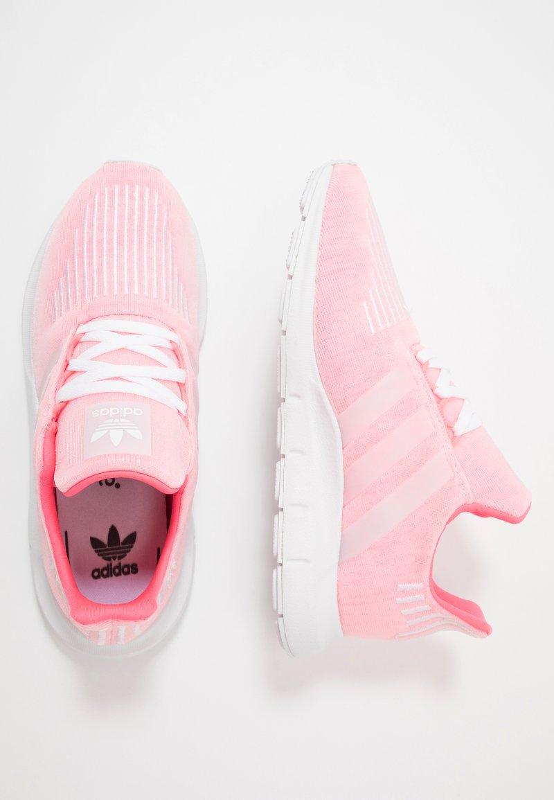 adidas Originals - SWIFT RUN - Sneakersy niskie - shock red/white